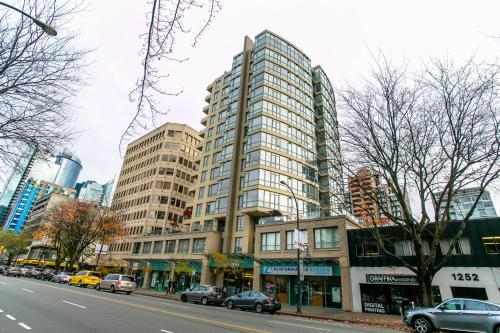 Luxury 3 Bed Private Apartment in Central Downtown Photo