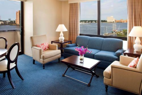 Sheraton Norfolk Waterside Hotel Photo