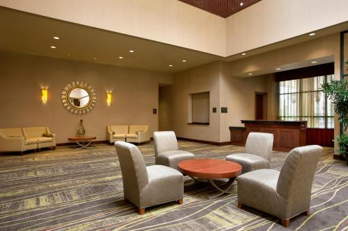 Embassy Suites Lincoln Photo