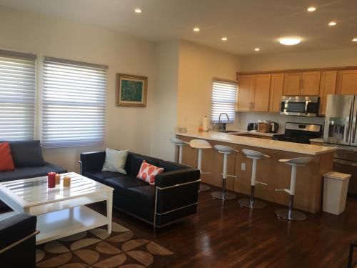 Modern 3 Bedroom 2 Bathroom - Los Angeles, CA 90006