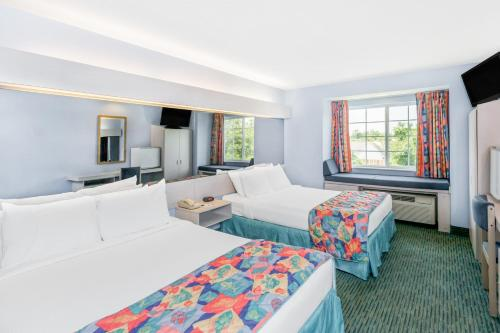 Microtel Inn & Suites by Wyndham Carolina Beach Photo