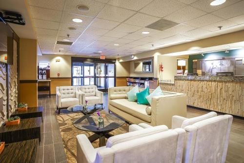 Holiday Inn Express Memphis I-240 Photo