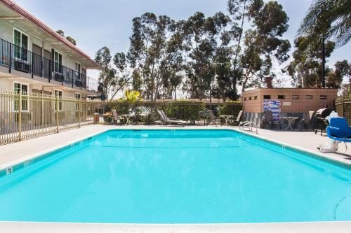 Super 8 Motel - Redlands/San Bernardino Area - Redlands, CA 92374