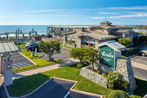 Cavalier Oceanfront Resort Photo