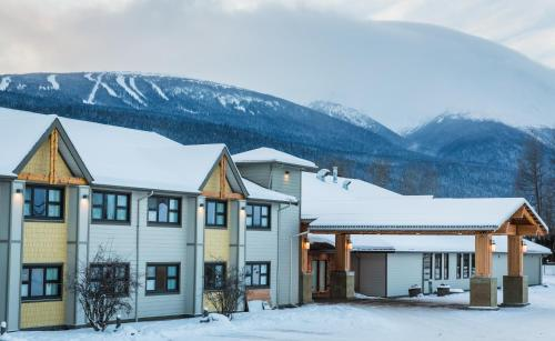 Prestige Hudson Bay Lodge Photo