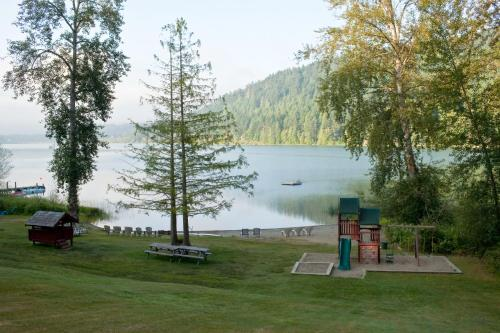 Green Acres Lakeside Resort Salt Spring Island Photo