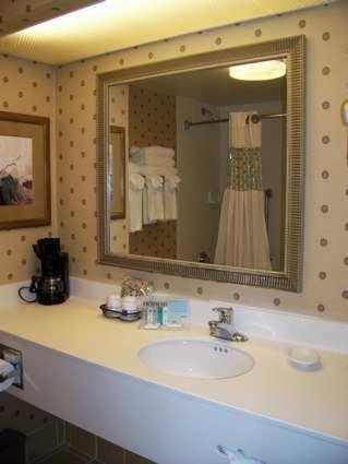 Hampton Inn Clinton Photo