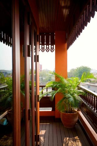 Lamphu tree house main building balcony