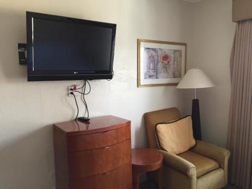 Americas Best Value Inn & Suites - SoMa photo 15