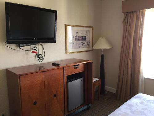 Americas Best Value Inn & Suites - SoMa Photo
