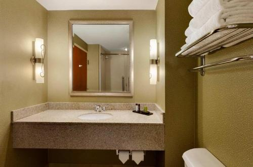 Embassy Suites Northwest Arkansas - Hotel, Spa & Convention Center Photo