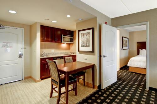 Homewood Suites by Hilton Toronto Airport Corporate Centre photo 11