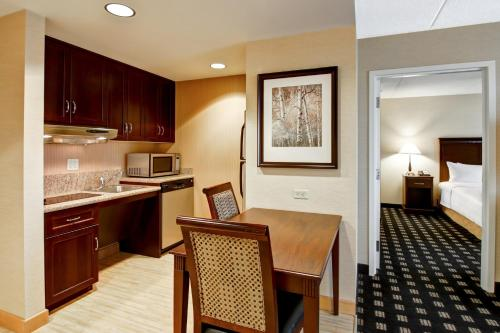 Homewood Suites by Hilton Toronto Airport Corporate Centre photo 22