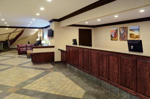 Greenwood Inn & Suites Photo