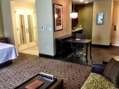 Homewood Suites Dallas Downtown Photo