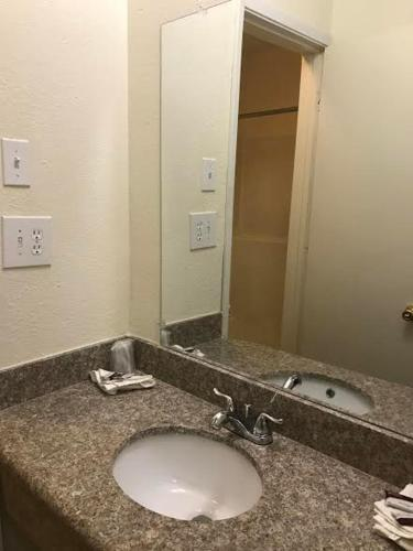 Airport Park View Hotel - Inglewood, CA 90303