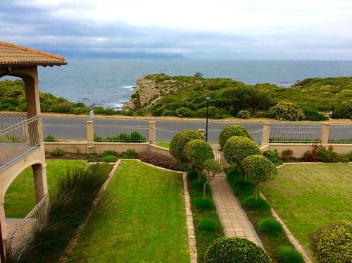 On The Cliff Guest House Photo