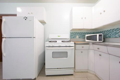 Great One Bedroom in West Hollywood - Los Angeles, CA 90046