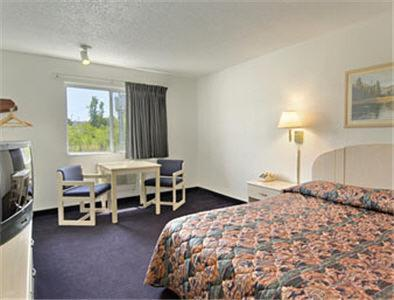 Americas Best Value Inn - Leavenworth, KS 66048