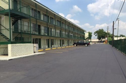 Houston Inn and Suites Photo