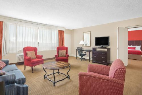 Ramada Plaza Fayetteville Fort Bragg Area Photo