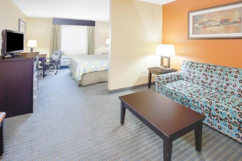 Days Inn and Suites Russelville Photo