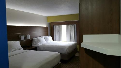 Holiday Inn Express Mount Pleasant- Scottdale Photo