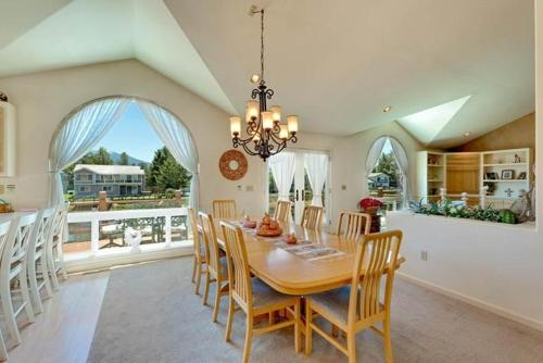 2232 White Sands Five-Bedroom House - South Lake Tahoe, CA 96150