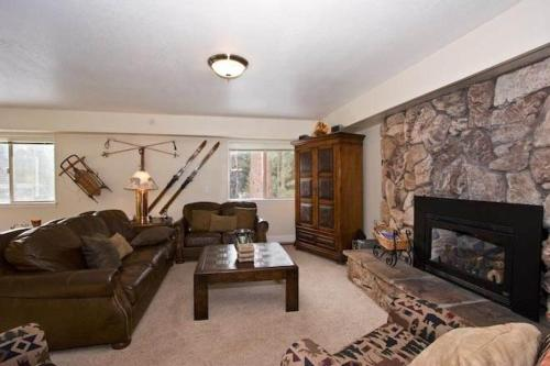 2853 Springwood Six-Bedroom Family Retreat - South Lake Tahoe, CA 96150