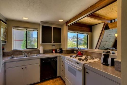 410 Wedeln Ski Two-Bedroom Cabin - South Lake Tahoe, CA 96150