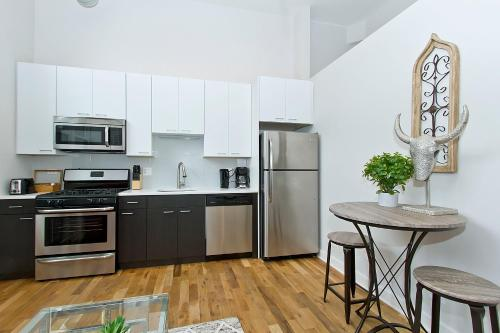One-Bedroom on N Damen Avenue Apt 104 Photo