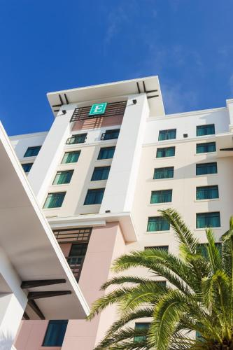 Embassy Suites Orlando Lake Buena Vista South Photo