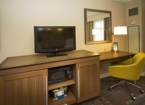 Hampton Inn & Suites Valdosta/Conference Center Photo
