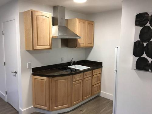1BR: Prime Location Newly Remodeled Wired (U3)