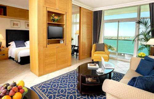Hotel Beach Rotana – All Suites