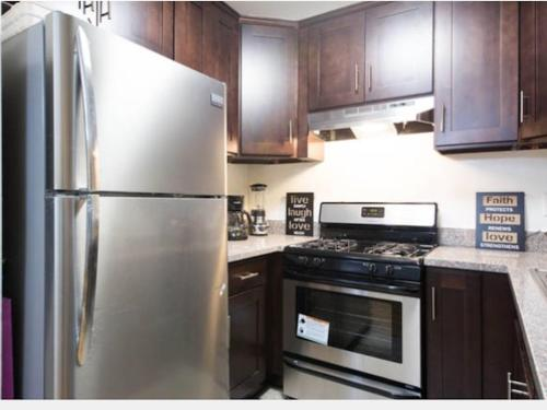 Upscale Room with Private Bathroom in Apartment Hollywood - Los Angeles, CA 90038