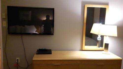 Canway Inn & Suites Photo