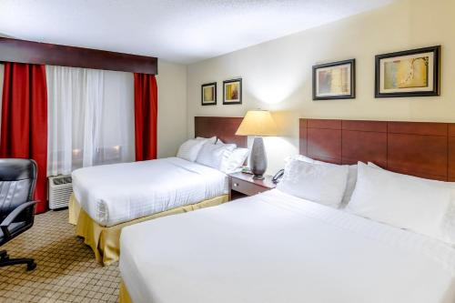 Holiday Inn Express Hotel & Suites Canton Photo