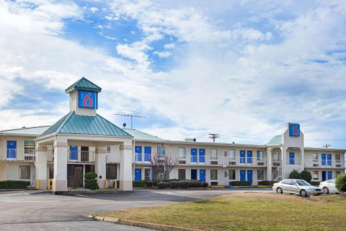 Motel 6 Brownsville Bells Photo