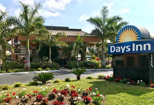 Days Inn Sarasota Bay Photo