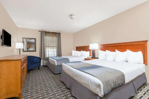 Days Inn & Suites Sellersburg - Sellersburg, IN 47172