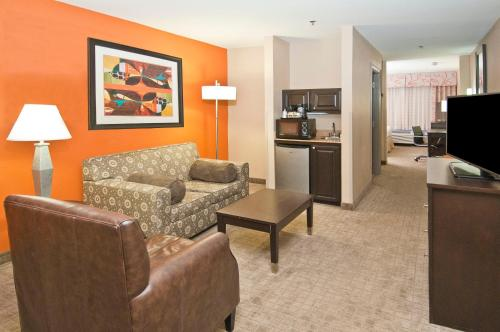 Holiday Inn Hotel & Suites Slidell Photo