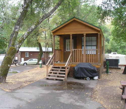 Russian River Camping Resort One-Bedroom Cabin 2