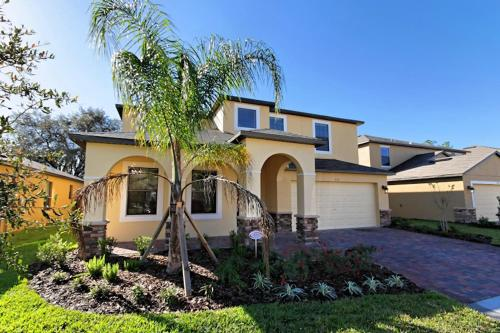 5 Bed Home at Cypress Pointe 1121