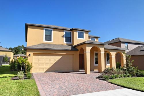 5 Bed Home at Cypress Pointe 1126