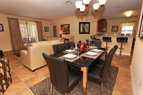 5 Bed Home at Cypress Pointe 1138