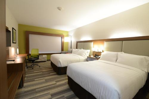 Holiday Inn Express & Suites Chicago North Shore - Niles Photo