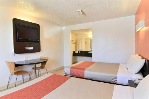 Motel 6 Austin Central - North photo 46