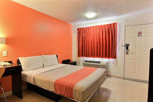Motel 6 Austin Central - North photo 22