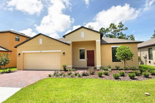 5 Bed Home at Cypress Pointe 1139